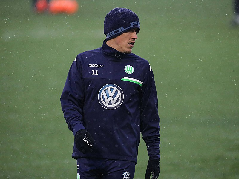 Max Kruse (VfL Wolfsburg) - 1. Fussball Bundesliga Saison 2015-2016 Trainingsauftakt VfL Wolfsburg an der Volkswagen Arena in Wolfsburg - Einzelbild,Deutschland, Fussball, Mann, Maenner,04.01.2016 Max Kruse VfL Wolfsburg 1 Football Bundesliga Season 2015 2016 Training beginning VfL Wolfsburg to the Volkswagen Arena in Wolfsburg Single Germany Football Man Men 04 01 2016