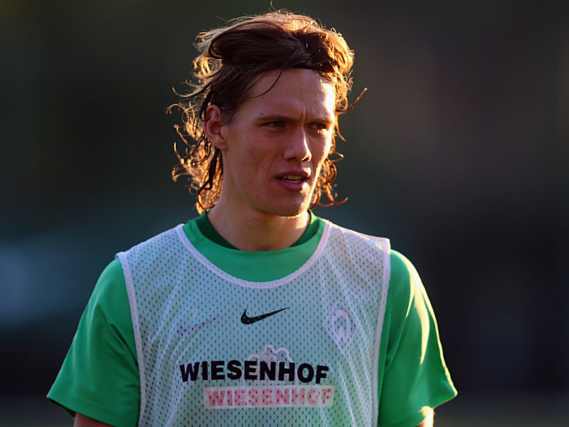BELEK, TURKEY - JANUARY 08: Jannik Vestergaard reacts during a Werder Bremen training session on day 3 of the Bundesliga Belek training camps at Regnum Sports Center on January 8, 2016 in Belek, Turkey. (Photo by Alex Grimm/Bongarts/Getty Images)