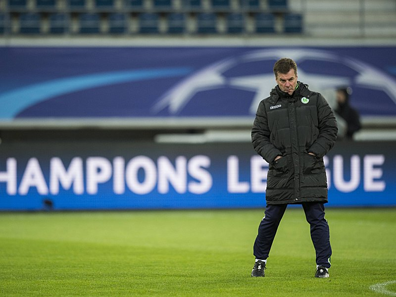 Fußball Champions League VfL Wolfsburg Training Wolfsburg s head coach Dieter Hecking pictured dur