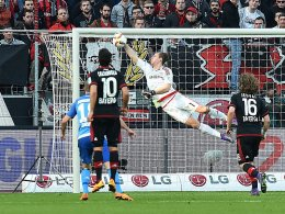 Bilder des Tages SPORT Fußball 1. Bundesliga 26. Spieltag Bayer Leverkusen - Hamburger SV am 13.03.2016 in der BayArena in Leverkusen Bernd Leno ( Leverkusen ) rettet den Ball xRx Images the Day Sports Football 1 Bundesliga 26 Matchday Bayer Leverkusen Hamburg SV at 13 03 2016 in the BayArena in Leverkusen Bernd Leno Leverkusen saves the Ball xRx