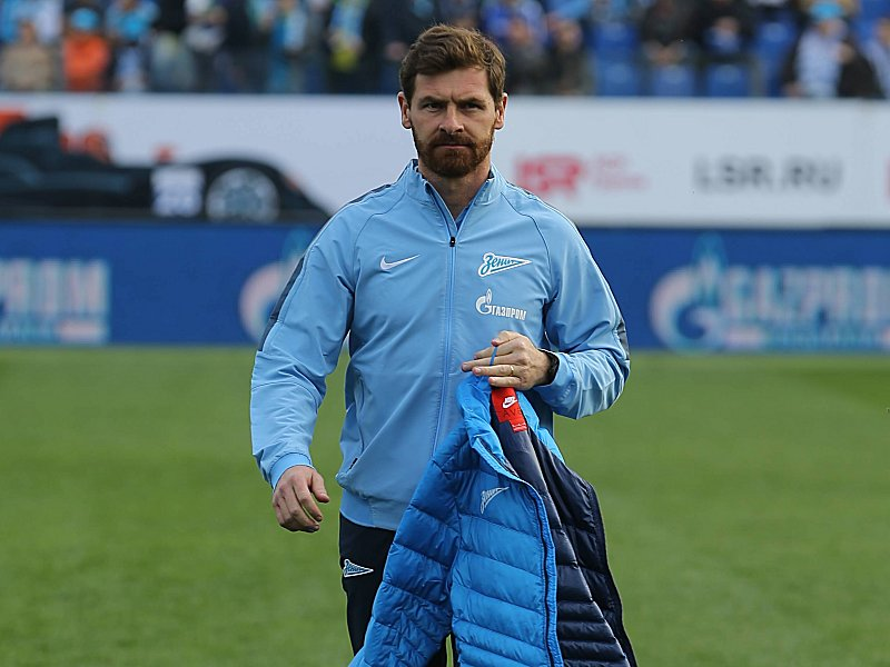 ST PETERSBURG RUSSIA APRIL 12 2015 Zenit St Petersburg s head coach Andre Villas Boasbefore his