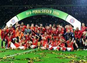BERLIN, GERMANY - MAY 21: FC Bayern Munich celebrate with the cup after the German Cup final game between Borussia Dortmund and FC Bayern Munich in Olympic Stadium in Berlin, Germany on May 21, 2016. Foto: Uwe Kraft/Anadolu Agency (Photo by Uwe Kraft/Anadolu Agency/Getty Images)