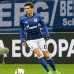 GELSENKIRCHEN, GERMANY - MARCH 09: Leon Goretzka of Schalke controls the ball during the UEFA Europa League Round of 16 first leg match between FC Schalke 04 and Borussia Moenchengladbach at Veltins-Arena on March 9, 2017 in Gelsenkirchen, Germany. (Photo by TF-Images/Getty Images)