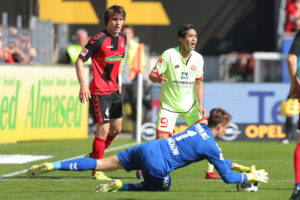 FREIBURG IM BREISGAU, GERMANY - APRIL 08: Goalkeeper Alexander Schwolow of Freiburg saves the ball during the Bundesliga match between SC Freiburg and 1. FSV Mainz 05 at Schwarzwald-Stadion on April 8, 2017 in Freiburg im Breisgau, Germany.  (Photo by Thomas Niedermueller/Bongarts/Getty Images)