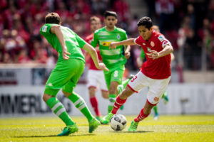 MAINZ, GERMANY - APRIL 29: Andreas Christensen of Moenchengladbach and Yoshinori Muto of Mainz battle for the ball during the Bundesliga match between 1. FSV Mainz 05 and Borussia Moenchengladbach at Opel Arena on April 29, 2017 in Mainz, Germany. (Photo by Maja Hitij/Bongarts/Getty Images)