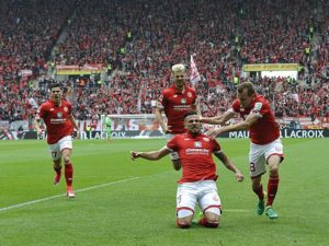 Bilder des Tages - SPORT Fussball-Bundesliga - Saison 2016/2017 Mainz - Opel-Arena - 15.4.2017 1. FSV Mainz 05 (MZ) - Hertha BSC Berlin (b) Jubel Danny LATZA (1. FSV Mainz 05), mi, hinten v.li: Jairo SAMPERIO (1. FSV Mainz 05), Alexander HACK (1. FSV Mainz 05) und Daniel BROSINSKI (1. FSV Mainz 05) Fussball-Bundesliga - 1. FSV Mainz 05  Images the Day Sports Football Bundesliga Season 2016 2017 Mainz Opel Arena 15 4 2017 1 FSV Mainz 05 MZ Hertha BSC Berlin B cheering Danny Latza 1 FSV Mainz 05 Wed rear v left Jairo Samperio 1 FSV Mainz 05 Alexander Hack 1 FSV Mainz 05 and Daniel Brosinski 1 FSV Mainz 05 Football Bundesliga 1 FSV Mainz 05