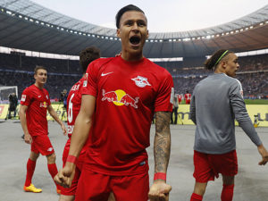BERLIN, GERMANY - MAY 06:  Davie Selke of RB Leipzig celebrates with team mates after scoring his team's third goal during the Bundesliga match between Hertha BSC and RB Leipzig at Olympiastadion on May 6, 2017 in Berlin, Germany.  (Photo by Boris Streubel/Bongarts/Getty Images)