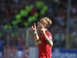 Jubel bei Maximilian Philipp (SC Freiburg) beim Spiel SC Freiburg vs FC Ingolstadt 04, am 13.05.2017. Freiburg Copyright: xLaegler/xEibner-Pressefotox EP_slr  cheering at Maximilian Philipp SC Freiburg the Game SC Freiburg vs FC Ingolstadt 04 at 13 05 2017 Freiburg Copyright xLaegler xEibner Pressefotox EP_SLR